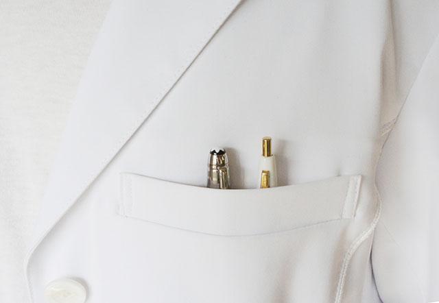 CoHAC>白衣の胸元にあるペン入れ