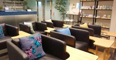 秋葉原スキンクリニックの3階の美容皮膚科の待合室の家具が変わりました。